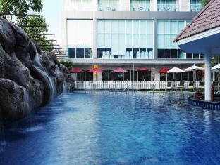 Centara Pattaya Hotel Pattaya - Swimming pool