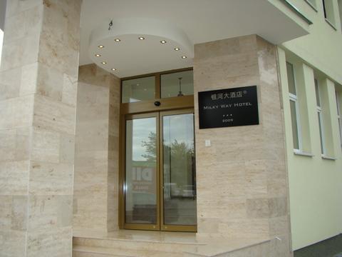 Milky Way Hotel Budapest - Entrance