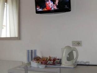 Cornelia Resort Rome - Kitchen