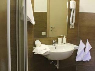 Cornelia Resort Rome - Bathroom