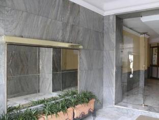 Cornelia Resort Rome - Entrance