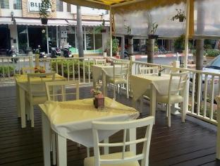 Jinta Andaman Hotel Phuket - Food, drink and entertainment