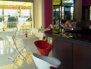 Jinta Andaman Hotel Phuket - Food, drink and entertainment
