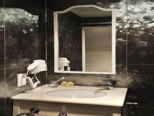 Santa Grand Hotel Lai Chun Yuen Singapore - Bathroom