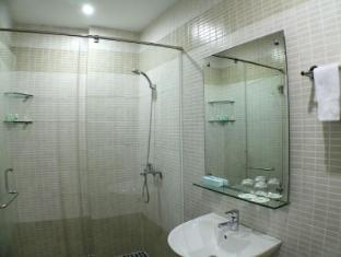 City Hotel - 35 Luu Van Lang St. Ho Chi Minh City - Bathroom