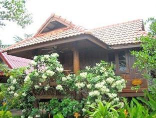 ruen thai ampawa resort