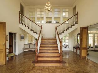 Montfort Manor Bed & Breakfast Gippsland Region - Staircase