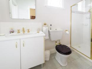 Montfort Manor Bed & Breakfast Gippsland Region - Napoleon Bathroom
