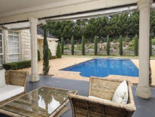 Montfort Manor Bed & Breakfast Gippsland Region - Patio & Pool
