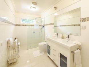 Montfort Manor Bed & Breakfast Gippsland Region - Monet Bathroom
