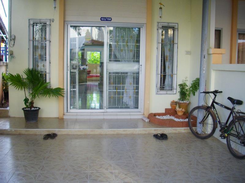 Serene Guest House סורטאני - בית המלון מבחוץ