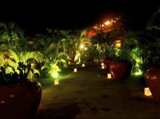 Raingsey Bungalow Kep Kep - Entrance At Night