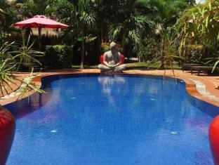 Raingsey Bungalow Kep Kep - Pool Entrance
