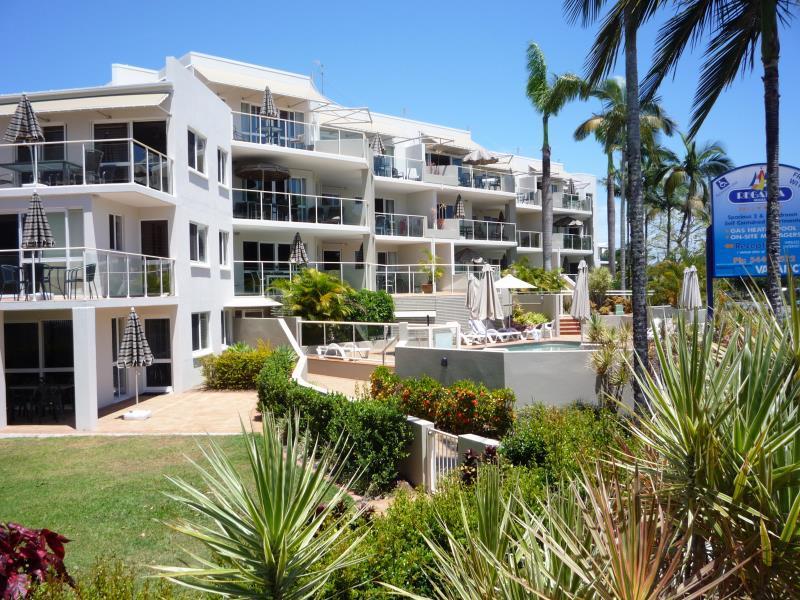 Regatta Riverfront Apartments - Hotell och Boende i Australien , Noosa