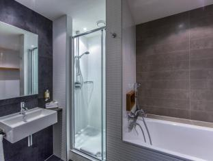 DoubleTree by Hilton Hotel Amsterdam Centraal Station Amsterdam - Badkamer