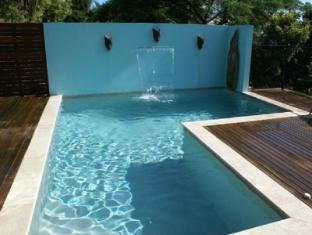 艾爾利灘亞拉早餐民宿 聖靈島 - 游泳池