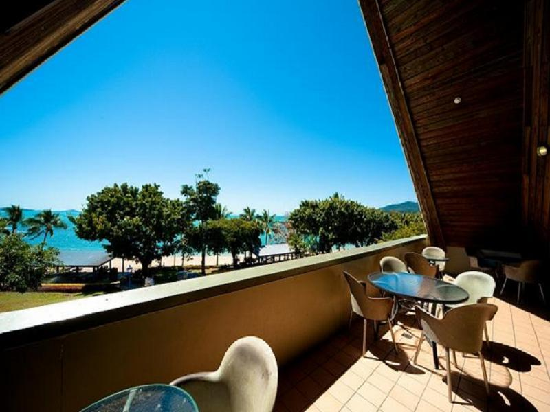 Airlie Waterfront Backpackers Whitsundays - Hotellet udefra