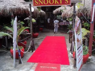 Snooky's Guest House Garden Bar and Restaurant Sihanoukville - Entrance