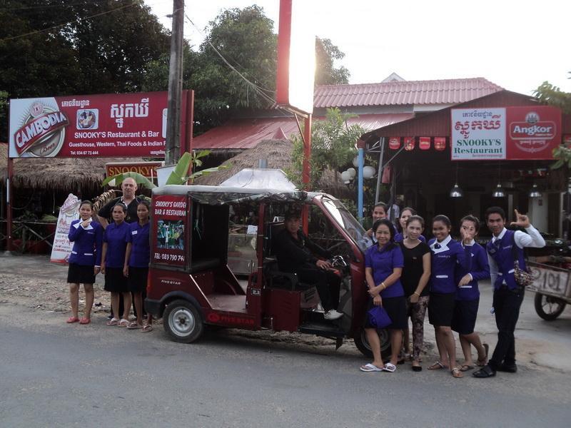 Snooky's Guest House Garden Bar and Restaurant Sihanoukville - Main Entrance