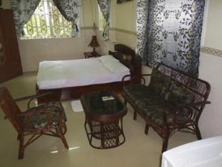 Snooky's Guest House Garden Bar and Restaurant Sihanoukville - Guest Room