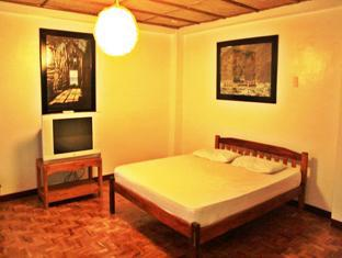 Balay de la Rama Bed and Breakfast Bicol - Deluxe room with view on the Garden