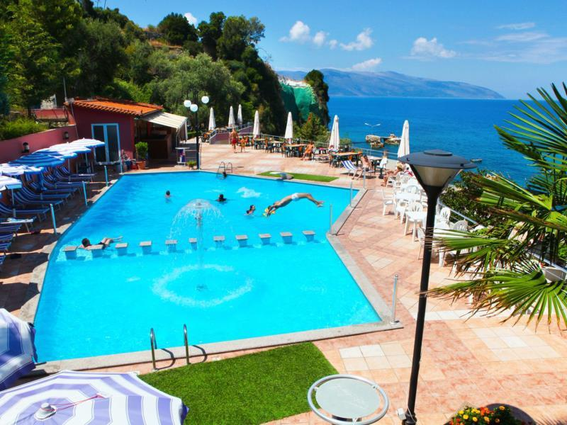 New York Hotel Vlora - piscina