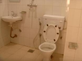 Budget Multiplex Hotel Kathmandu - Bathroom