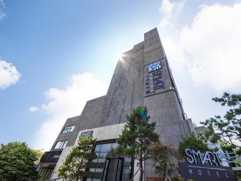 โรงแรม สมาร์ททัวริสต์  (Smart Tourist Hotel)