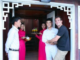 Halong Eclipse Cruise Halong - A Warm Welcome