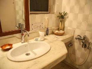 The Royal Residency Hotel New Delhi and NCR - Bathroom