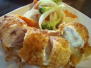 Golden Noura Villa Phnom Penh - Food Serve