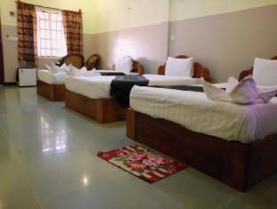 Golden Noura Villa Phnom Penh - Triple Bed