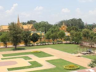 Golden Noura Villa Phnom Penh - Garden View