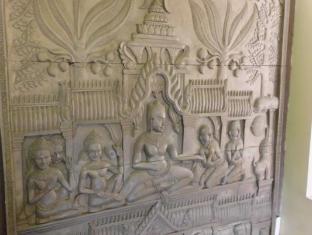 Golden Noura Villa Phnom Penh - Khmer History Statue