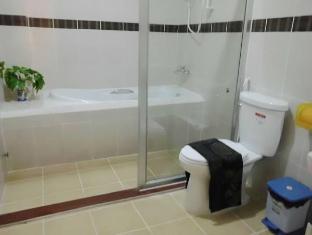 Golden Noura Villa Phnom Penh - Bathroom