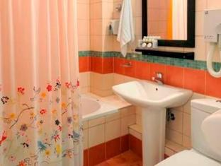 Jennifer Home Hotel Drama - Bathroom