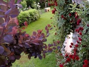 Jennifer Home Hotel Drama - Garden