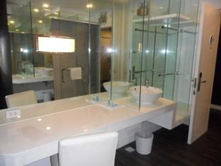 Ellis Ecotel Bicol - Bathroom