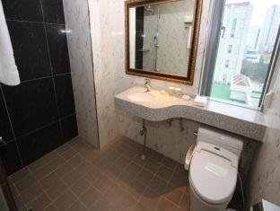 Vistas Premium Hotel Busan - Bathroom