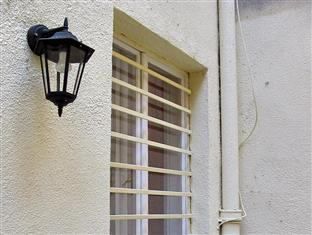 Castle Ponty Apartment Budapest - Guest Room Window from Outside