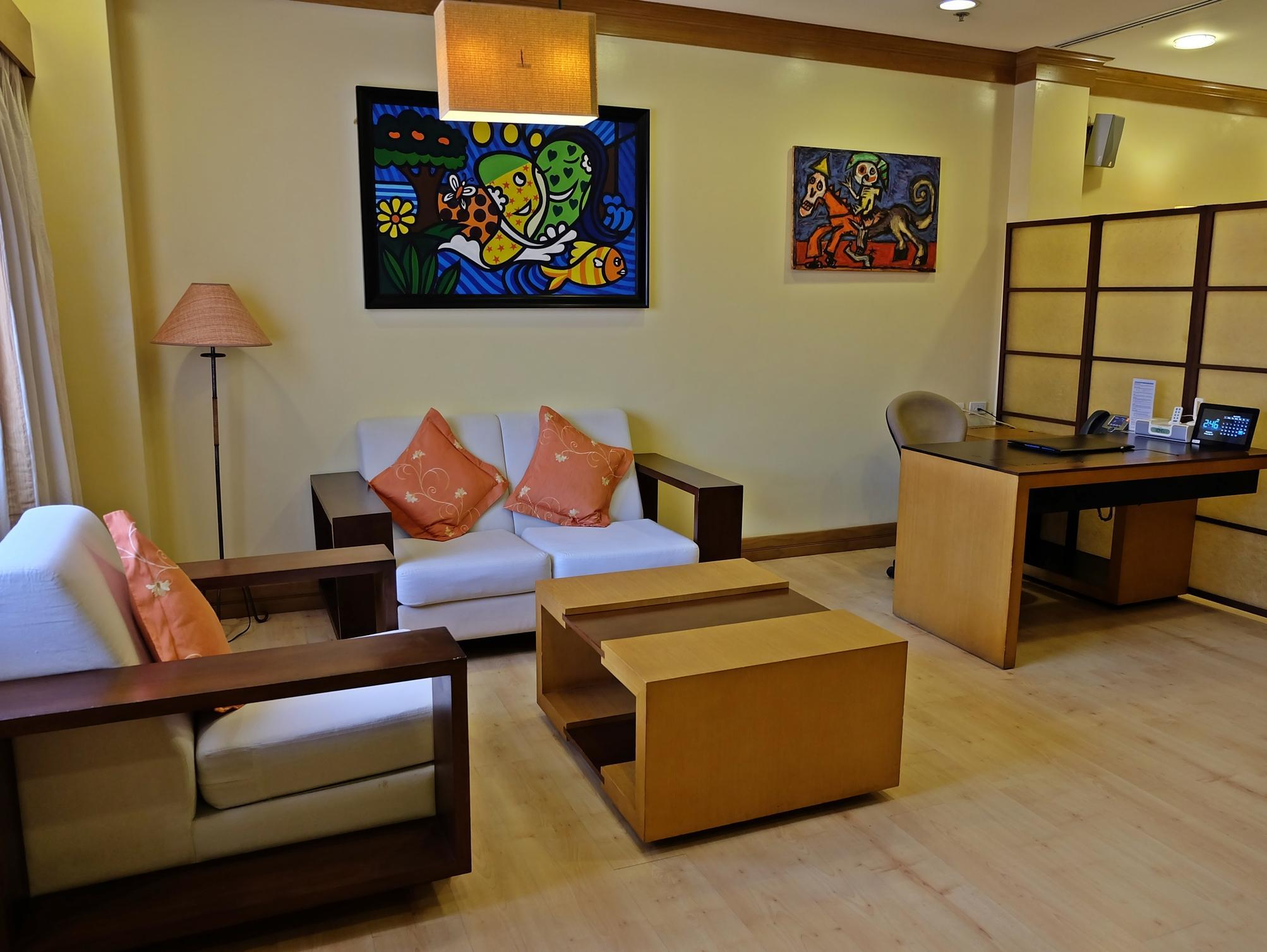 Hollywood Suites - Hotels and Accommodation in Philippines, Asia