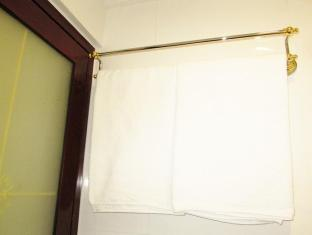 Times' Budget Hotel Hong Kong - Las Vegas Group Hostels HK Hong Kong - Bathroom Door