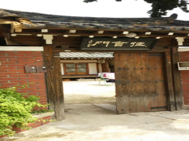 โรงแรม ชิลลาบัง เกสต์เฮ้าส์  (Shillabang Guest House)