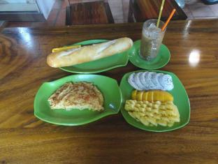 Greenpark Village Guesthouse Siem Reap - Food, drink and entertainment