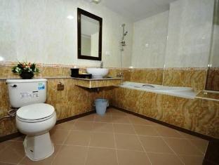 ปิยะพร พาวิลเลี่ยน โฮเทล แม่สาย(เชียงราย) - ห้องน้ำ