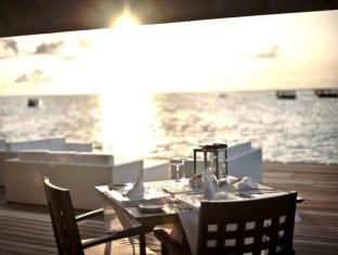 Diamonds Thudufushi Beach & Water Villas - All Inclusive Maldives Islands - Food, drink and entertainment