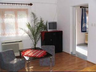 Sarga Apartman Hajduszoboszlo - Living Room