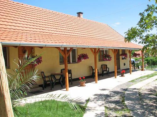 Sarga Apartman Hajduszoboszlo - Hotel Exterior