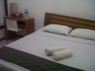 Indonesia Hotel Accommodation Cheap | Permata Guest House Semarang - Guest Room