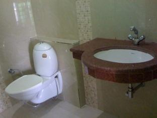 Ajay Guest House Varanasi - Bathroom